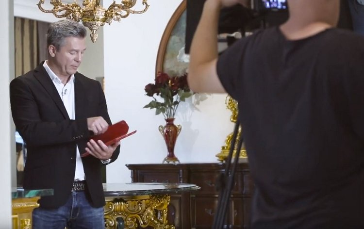 Актёр Евгений Шмелёв рекламирует лохотрон «Детектор миллионера»